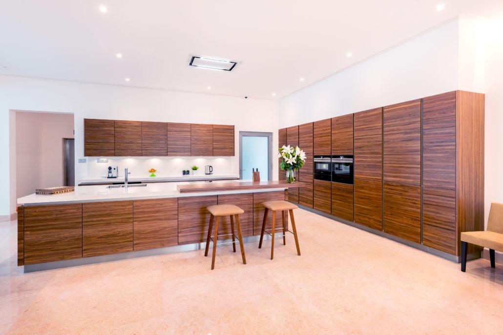 MC Umm Suqeim (Dubai) Villa Kitchen project by Goettling Interiors