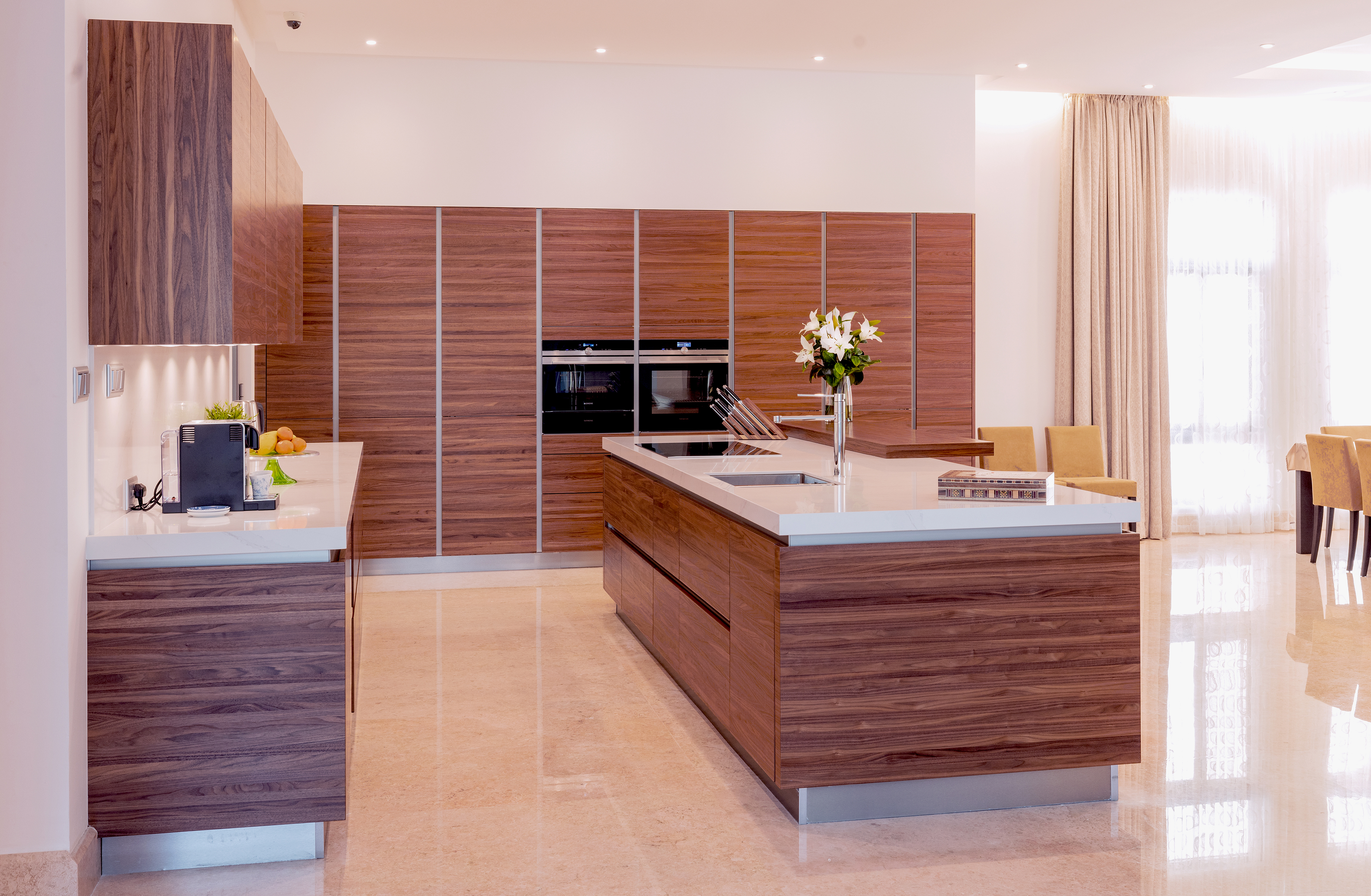 MC Umm Suqeim (Dubai) Villa Kitchen project by Goettling Interiors