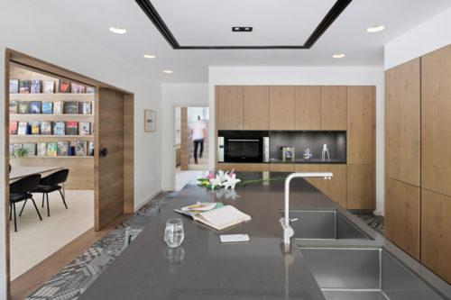 Quartz worktop island in Schüller kitchen in Dubai Arabian Ranches villa
