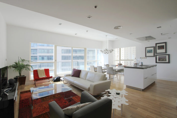 HH Marina Quays Apartment Kitchen by Goettling Interiors