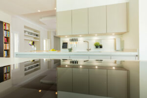 HB Deema (The Lakes), Dubai Villa Kitchen Project by Goettling Interiors